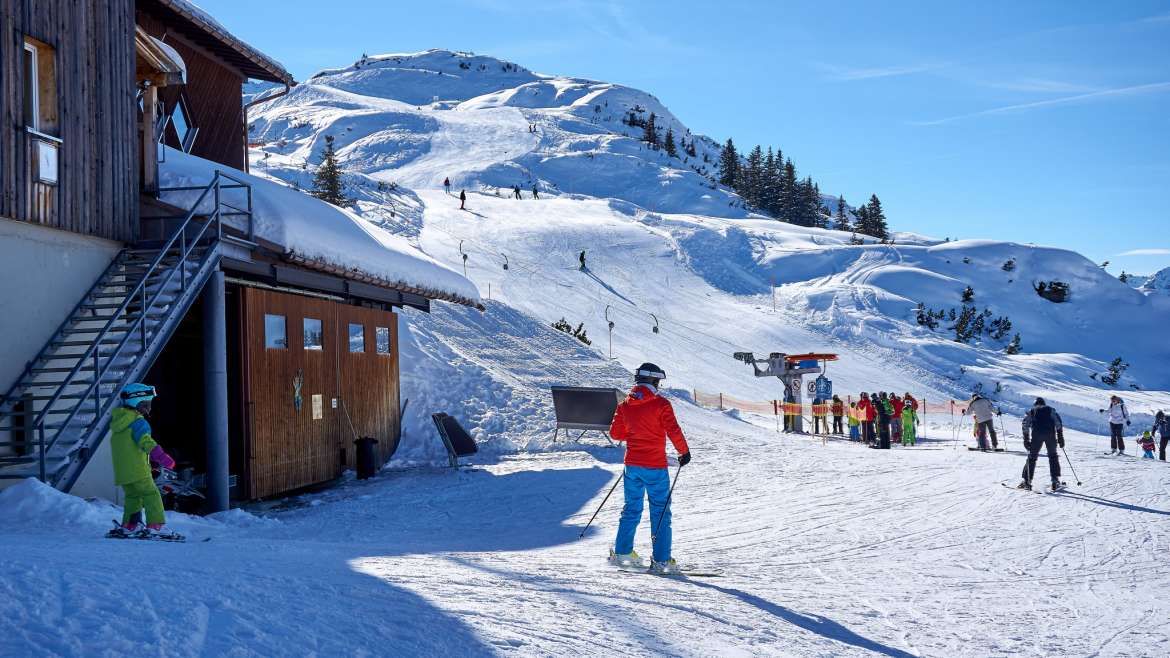 10 Tips for Choosing the Perfect Family Ski Resort